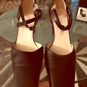 Chanel Classic pumps